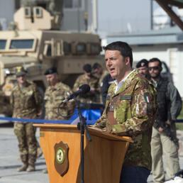 Renzi in  giaacca mimetica in Afghanistan- da -Web