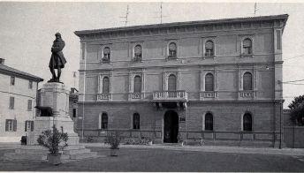 Municipio e monumento 1990